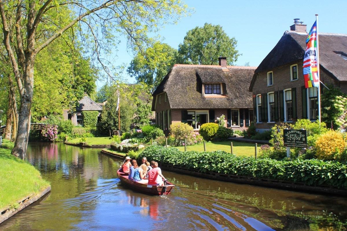 Wajah Desa Giethoorn Di Belanda, Desa Tanpa Jalan Raya! Lho Kok Bisa? - https://wp.me/pahZrL-3Rm?wpwautoposter=1580242182…pic.twitter.com/6Gw8sRS89q