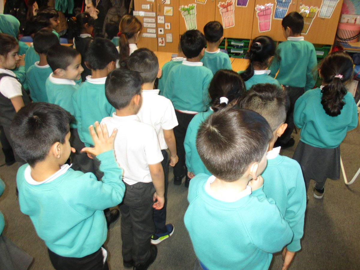 1A have been programmed like robots. #technologyrules pic.twitter.com/Up0onHQkcw