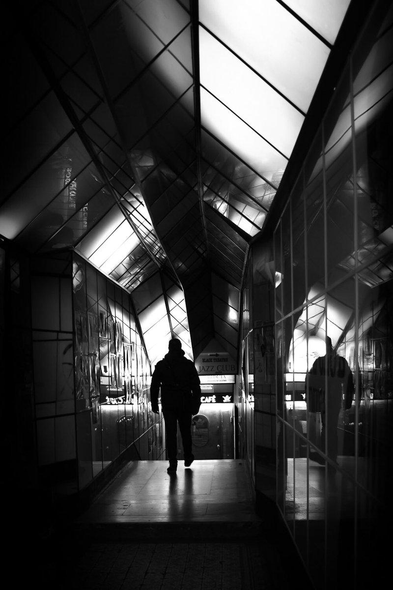 THE JAZZ CLUB #(DEM) #deminbrackets #parenthesedemparenthese #Praha #jazz #jazzclub #blackandwhitephotography #silhouette #man #reflections #passage #photography #architecturephotography #MirrorPics #belgianartist #belgianphotographerpic.twitter.com/pmVu560KC4