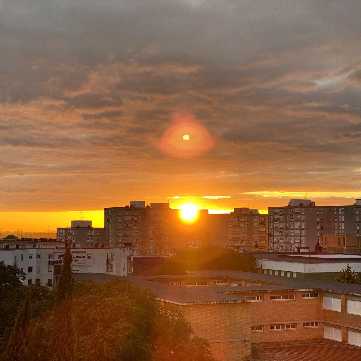 Justo en el momento en que el #sol se esconde del mundo como si nunca se hubiera levantado de su trono en el #cielo #puestadesol #sunset #sunsetphotography #sunsetlovers #photographer #photography #pictureoftheday #amazingview #instagood #andalucia #spain #picsartpic.twitter.com/cWtfh7V8NO