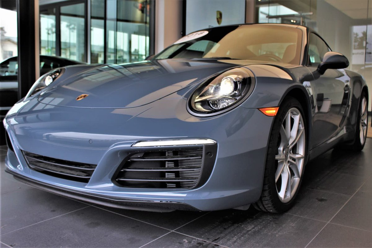 A color that can catch any eye. This 2018 Porsche 911 Carrera is a stunning shade of Graphite blue, and looks elegant in any light. Come down and admire it for yourself! PC: Halie Leerssen #porschebend #porsche #carrera #letsstartsomethinggreat   http://bit.ly/2VI2Ri4 pic.twitter.com/pg6LRg6lbR