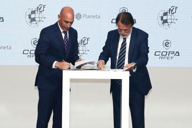 La Real Federación Española de Fútbol (.@rfef)   y #GrupoPlaneta se alían para impulsar la #eCopa, campeonato del que saldrá laselección española de #efootball http://ow.ly/GM1x30qf7XEpic.twitter.com/iaoWLFXkbi