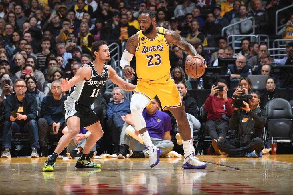 就是欺負人!詹皇36+7+9一紀錄超越Kobe,末節連飆5顆三分打崩馬刺!(影)