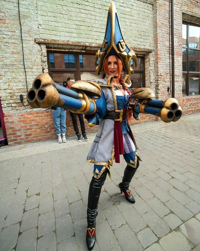 #Cosplayer @violett_velvet with a stunning shot of her #LeagueofLegends #CaptainMissFortune. #cosplay #gaming . . Photo by @serg.lyubetsky . . #sharemycosplay #cosplaylove #cosplayfan #leagueoflegendscosplay #lolcosplay #league #pcgaming #moba #riotgames… https://www.instagram.com/p/B74tM70Dt7H/pic.twitter.com/McbBMufR9v