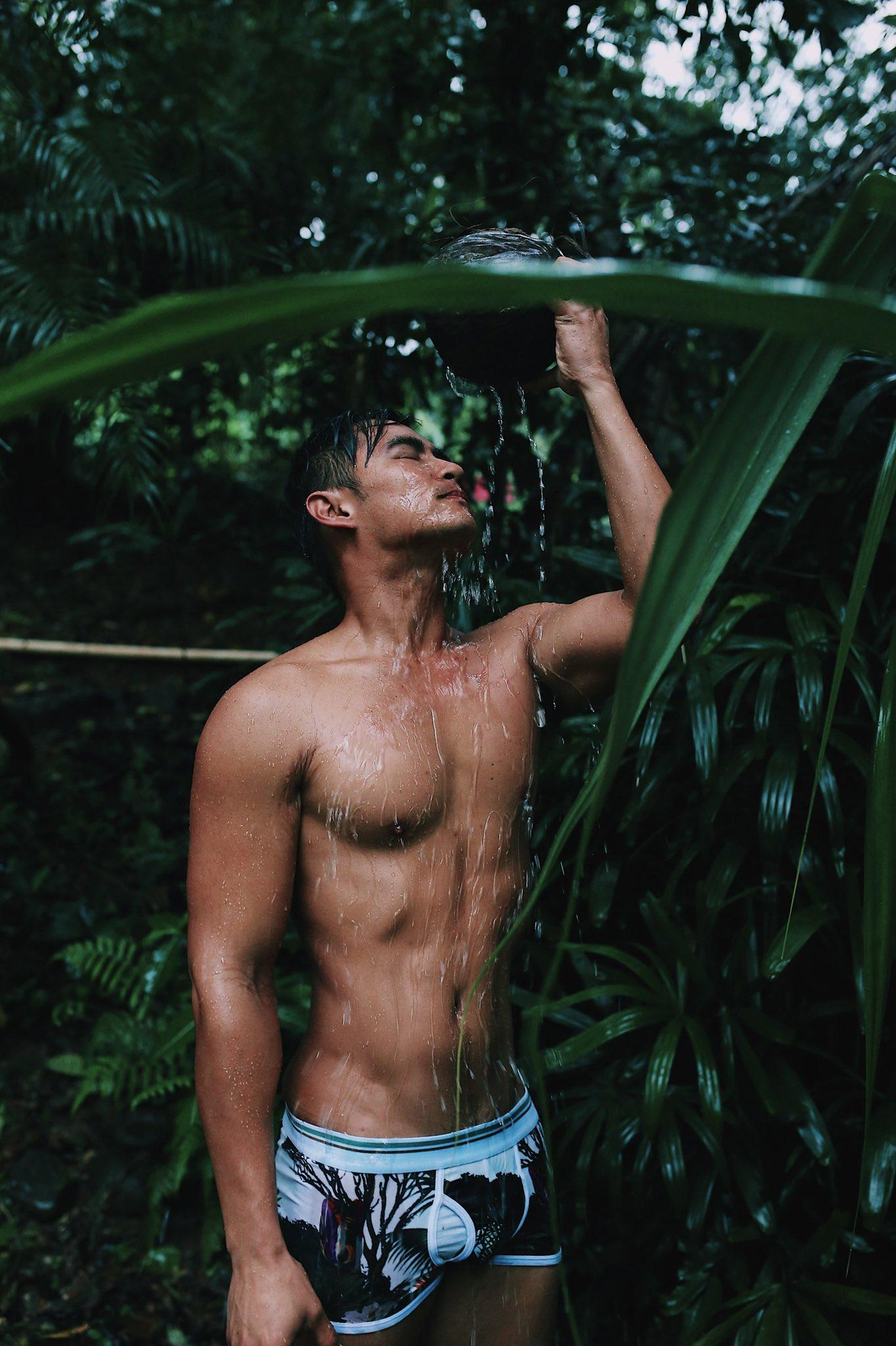 2011 - 2012 | Manhunt - Mister International - Mister Universe Model | Hawaii - USA | Rhonee Rojas - Page 35 EPanBAaUYAI4tba?format=jpg&name=4096x4096