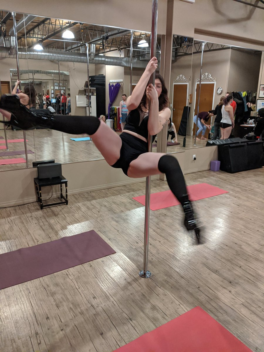 """Me: """"Hey can you take a pic of this new spin?""""  Them: """"Yeah it'll be so good"""" The pic:   #pole #poledance #pleaser #pleasershoes #polefitness #exoticdancer #tipme #tipherpic.twitter.com/AV2V53efNP"""