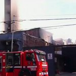 Image for the Tweet beginning: Un muerto en incendio de