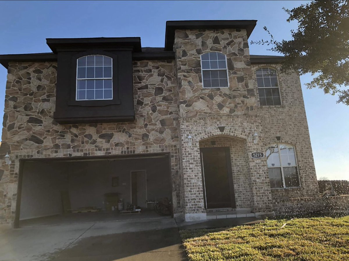Take advantage of this beauty. Priced to sell.   Disclaimer: listing agent is related to seller.