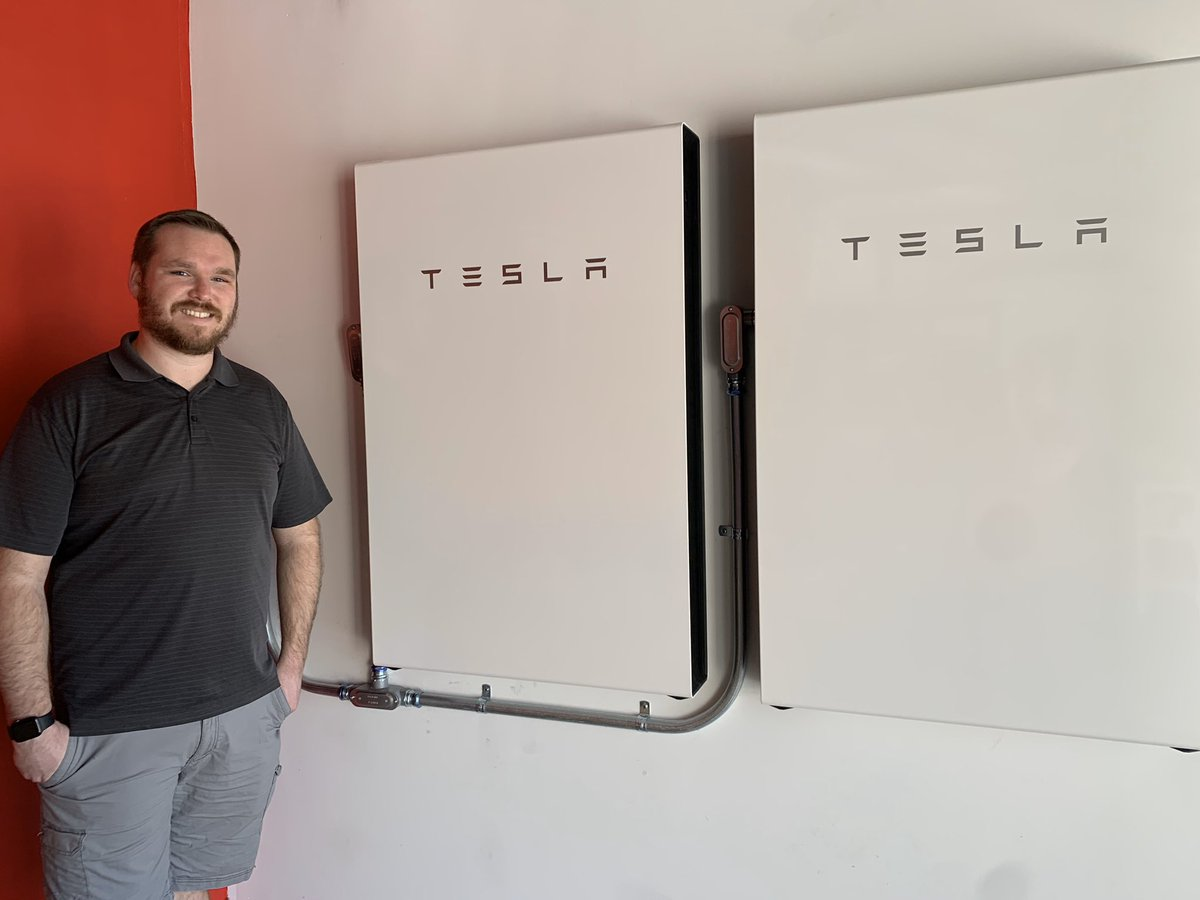 Install day! @Tesla Powerwalls! Great crew and great install! No more SoCal safety power shut offs for us. Our house is completely backed up with clean energy if needed! Thank you @elonmusk @thirdrowteslapic.twitter.com/dGwgbJnOSj