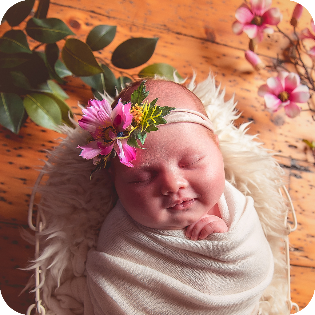Your little one doesn't HAVE to be asleep for their #newbornsession at our #NQ studio as we're not too strict on the 'two week' rule for #newbornphotography  We have sessions available for all ages next week!  Instant booking here http://www.vanessalouise.co.ukpic.twitter.com/iu7BSwuBxz