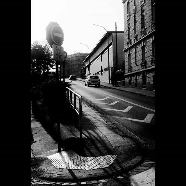 Asnières . . . #bnw #street #photography #photographiederue #streetphotography #photoderue #streetlife #urbanphoto #monochrome #noiretblanc https://ift.tt/2RWwooipic.twitter.com/ZlttHPdzNV