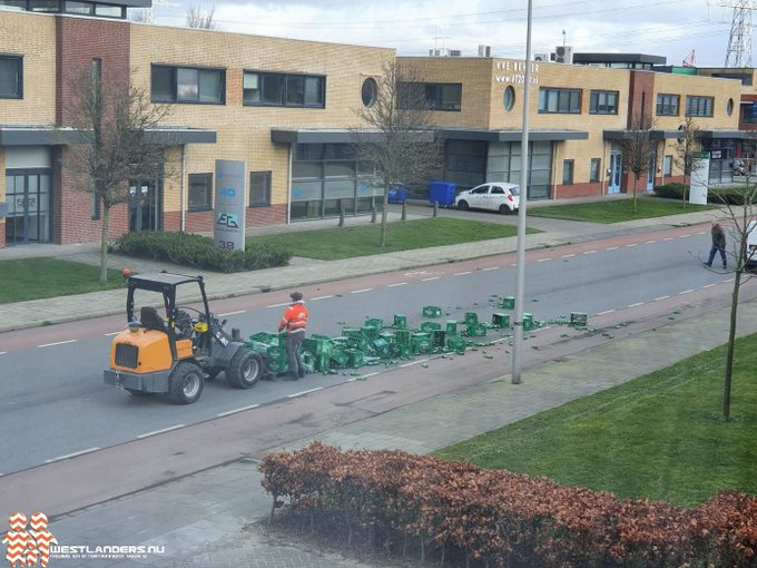 Groene lading valt van shovel https://t.co/mmAHYLFvbA https://t.co/oBm2vYsTEA