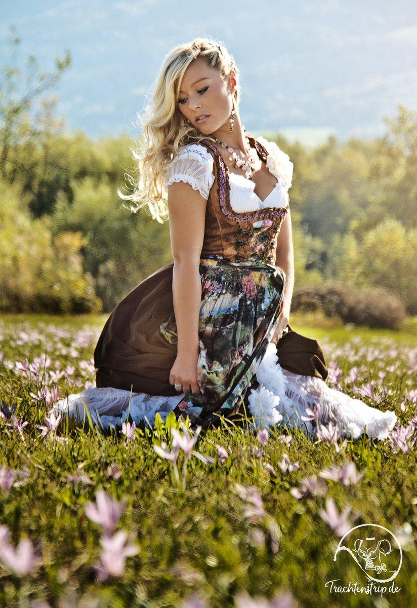 #Halbzeit!   Besuch uns auf http://www.trachtenstrip.de  & http://www.trachtenstrip.com #dirndl #sexydirndl #dirndlliebe #dirndlzeit #dirndltime #münchen #munich #heimat #sexy #trachtenstrip #blond #sexylandwirtschaft #blonde #badfeilnbachpic.twitter.com/ywxTR2jBSr