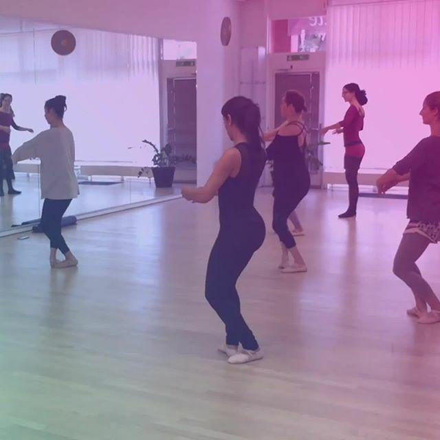 Giving up is simply NOT an option . . .  #stretching #motivation #improveyourself #balletfitness #bestworkout #dancing #mindset #newgoals #ballet #balletbodysculpture #adultballet #elegance #bodysculpting #balletbodysculpture #balletworkout #begginersare… https://ift.tt/2tNuluNpic.twitter.com/l6zCauYtI1