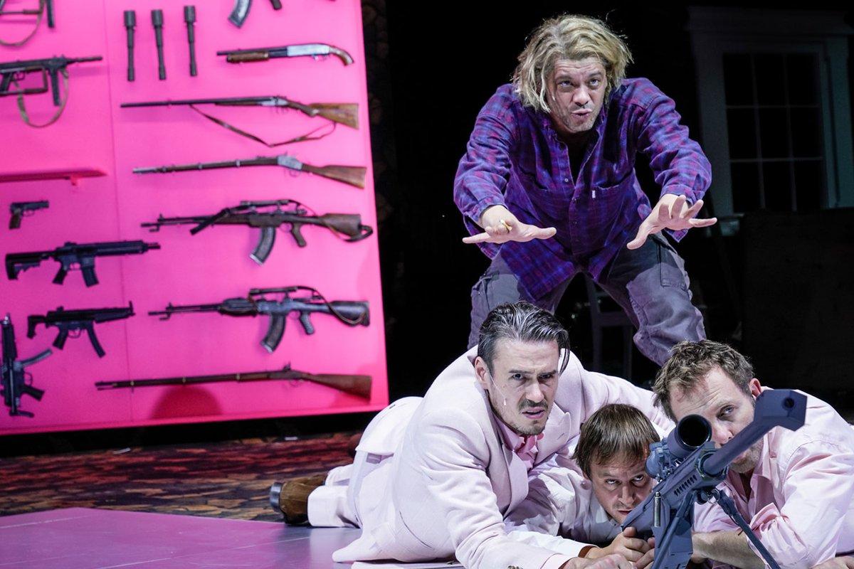 """Heute Abend bei uns: @falkrichter2014s Inszenierung von """"Serotonin"""". Es gibt noch Karten: http://bit.ly/serotonindsh #heuteinhamburg #hamburg #schauspielhaushamburg #theater #tipppic.twitter.com/zmiqNRaE8V"""