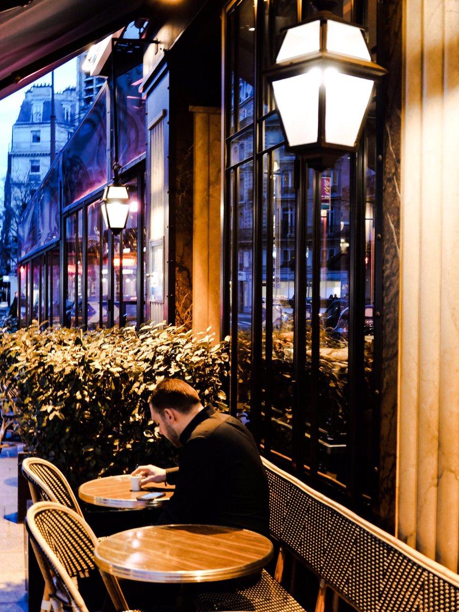 Paris à la nuit. #street #streetlife #streetshot #streetphoto #streetphotography #urban #urbanlife #urbanphoto #urbanphotography #snapshot #photojournalism #leica #leicadlux7 #streetclassics #streetleaks #Paris #Francepic.twitter.com/d1aClWsqN6