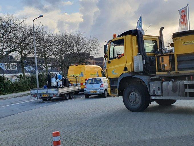 Klein onderhoud aan de Nieuweweg Honselersdijk zorgt voor enig oponthoud ter plaatse https://t.co/ZHf5vAL7eA