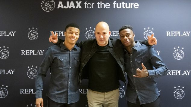 Ajax stapt over van Suitsupply naar Replay http://dlvr.it/RNyj69pic.twitter.com/RQRryZB0YF