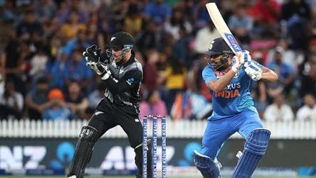 What a match! Absolutely sensational batting by @ImRo45 to help the boys in blue cross the line against the @BLACKCAPS ! 2 biggies of the last 2 truly unbelievable batting  #Hitman #SuperOver #IndiaVSNewZEaland <br>http://pic.twitter.com/fPd5XcfGAY