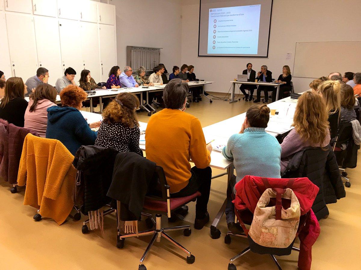 Una trentena de regidores i regidors d'#educació de l'Alt Penedès i Garraf coneixen el nou Catàleg de serveis de la @diba #Catàleg20Diba i les línies mestres del PAM 2020-2023 a Vilafranca del Penedès amb @Alfve @TresaSambola i @planajordi #Som311 https://t.co/VBCQ1KuWIz