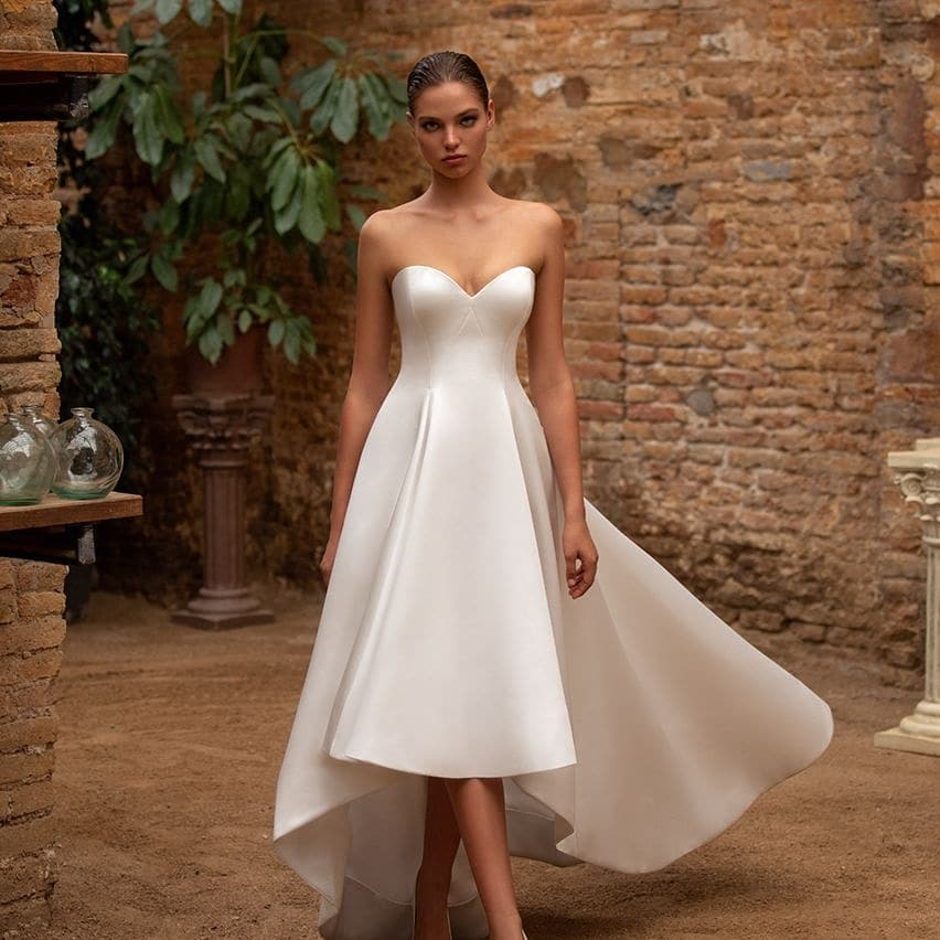 🎉🎉NEW STOCK🎉🎉   From our of our new designers White One here is of the Zac Posen dresses style Anna in ivory size UK12   Now in stock ❤👰💍   #wedding #weddingdress #whiteonwcollection #zacposen #bride #b2b #short #ithasatrain #bridalwear #shoplocal #bury #manchester