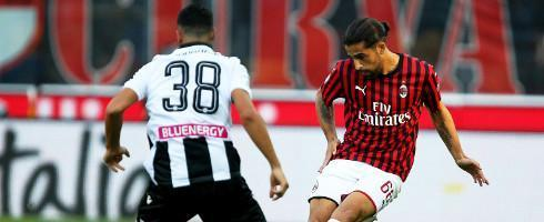 #Milan have rejected Napoli's offer for left-back Riccardo Rodriguez, allowing PSV Eindhoven back into the race to sign the player. #ACMilan #PSVEindhoven #Napoli  https://www.football-italia.net/149424/milan-reject-napoli-rodriguez-offer…pic.twitter.com/iUUGGAmZuW