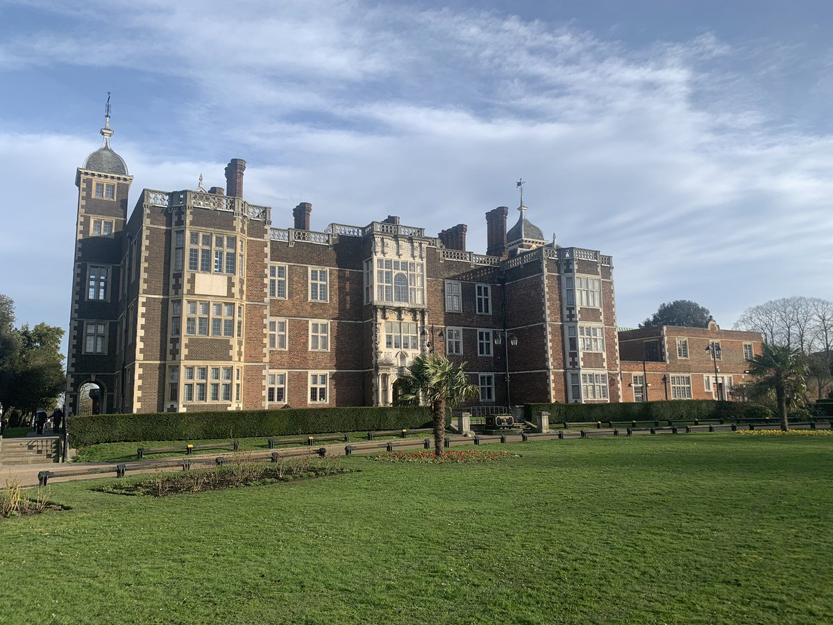 Finding out about all things @GreenwichDance today with @pagravdanceco at the sunkissed @charlton_house #dancingfriends