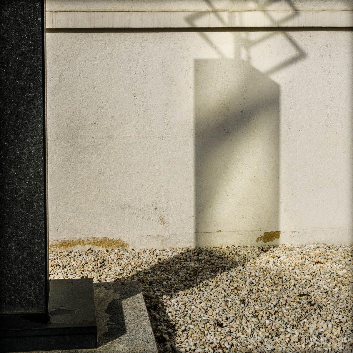 #bobbiandleesphotoadventures with light and shadow in #vienna  #chasinglight #toldwithexposure #minimalist #minimalism #minimal_shots #fujixt3   #velvia  #fujifilm #fujifilmus  #fujifilmx_us #myfujifilmlegacy #artphotography #fineartphotography #ihavethisthingwithshadowspic.twitter.com/9HGiOeroCQ