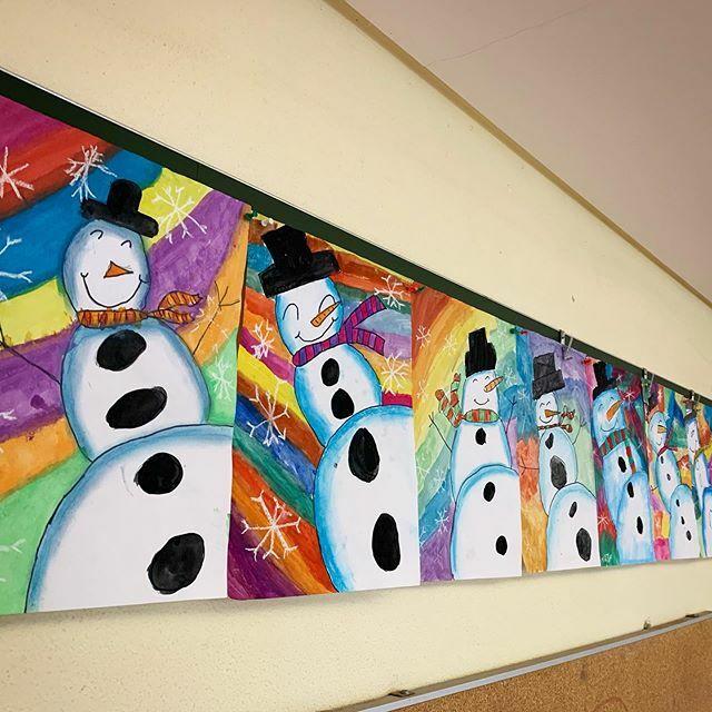 #Schneemänner  aus der  Frosch-Perspektive! . . . . #instaart #instalehrerzimmer #snowmen #kunstunterricht#kunstinderschule #kunstlehrerfollowloop #kunstlehrer #kunstlehrerinmitganzemherzen #classroomart #grundschule #dritteklasse #3teklasse #gr… https://ift.tt/38P8TUQpic.twitter.com/1MGfaJMHjW