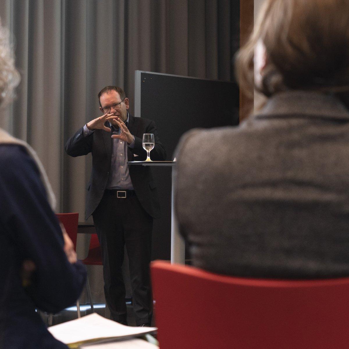Jeder Beruf zählt! Unser heutiger Workshop für berufspädagogische Begleitende mit @Fredi_Schneider  und Stephan Neumann  https://www.bafu.admin.ch/bafu/de/home/themen/bildung/veranstaltungen/jeder-beruf-zaehlt.html… #Berufsbildung #BAFU #RessourcenSchonen @BFEenergeiapic.twitter.com/H4lQ9z28Ca