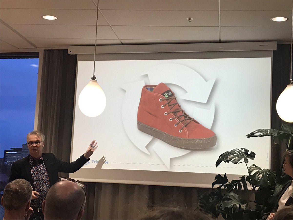 """Många trender påverkar utveckligen av transportsystemet, digitaliseringen är en av flera. @Ljungbergsblogg och @EmeliAdell hjälper oss att svara på frågan """"vart är vi på väg?"""" #framtidsseminarium #digitalisering #trivector https://t.co/ozLhut4CDN"""