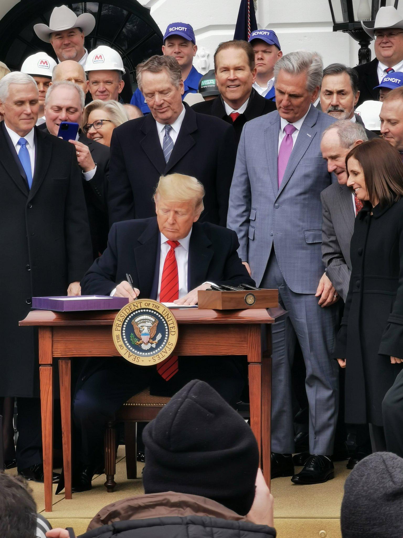 Trump destaca firma del T-MEC