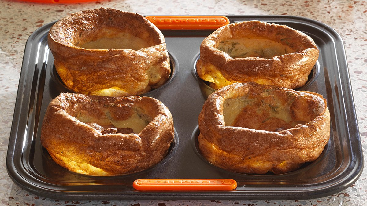 How would you like to win this Le Creuset Bakeware Yorkshire Pudding Tray? Tell us in the comments below what type of Yorkshires are featured in our blog >>> https://buff.ly/38RaOYW Competition ends Midnight Sunday 02.02.20 UK Only. #lecreusetuk #lecreuset  @LeCreusetUKpic.twitter.com/HYZvQv7mPP