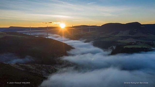 Quelle vue !  . Merci à @droneaveyronservices pour le tag (sur notre page @tourismeseveracdaveyron) sur cette superbe photo du viaduc de Millau (située à 20 min de notre destination). . . #viaducdemillau #aveyron #aveyronemotion #aveyronvivrevrai #i… https://ift.tt/2O6EKsspic.twitter.com/a8ys4tAILB