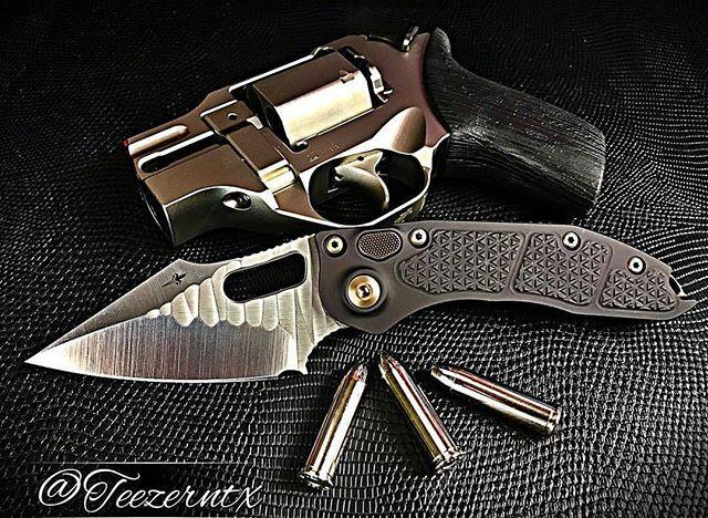 What knife would you pair with the Rhino Revolver? - 📸:@teezerntx  #chiapparhino #gun #2a #wheelgun #revolver #wheelgunwednesday #357magnum #pewpew #gunfanatics