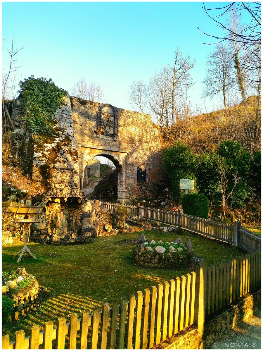A ruined castle, sun rays and nature. That's how I love it. #nature #naturelovers #NaturePhotography #ShotOnNokia #Castle #sunrays #nokia8 @NokiaFanss @NokiamobBlog @NokiaMobile @NokiaFanPak @NokiaZeiss @Nokiapoweruser @NokiaFanPak @NokiaCamera @nokiarchive @nokiacamp