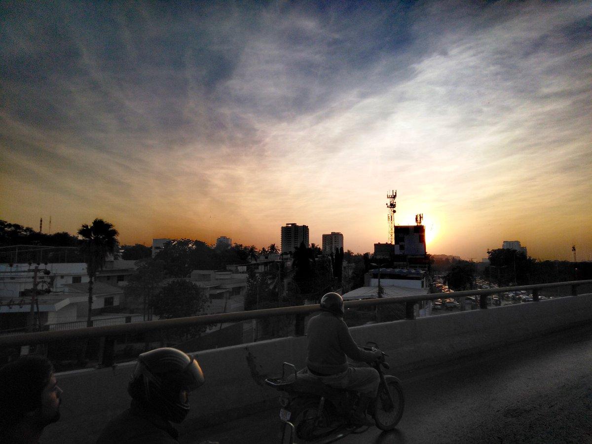 Back To Home!  #PhotoByHammad  @FloridianCreat1 @ShareALittleSun @StormHour @RealSaltLife #Karachi #nature #naturephotography #naturelovers #sunrise #goodmorning #WednesdayThoughts #WednesdayMotivation #WednesdayWisdom