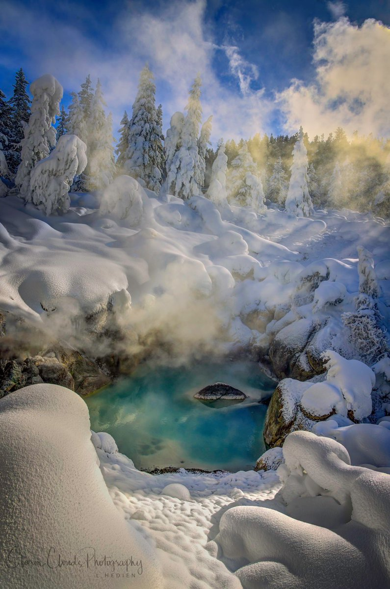 a #hotspring in #Yellowstone #NationalPark with some #godrays in mid-January. #nikonz7 #landscapephotography #naturephotography #yourshot_world