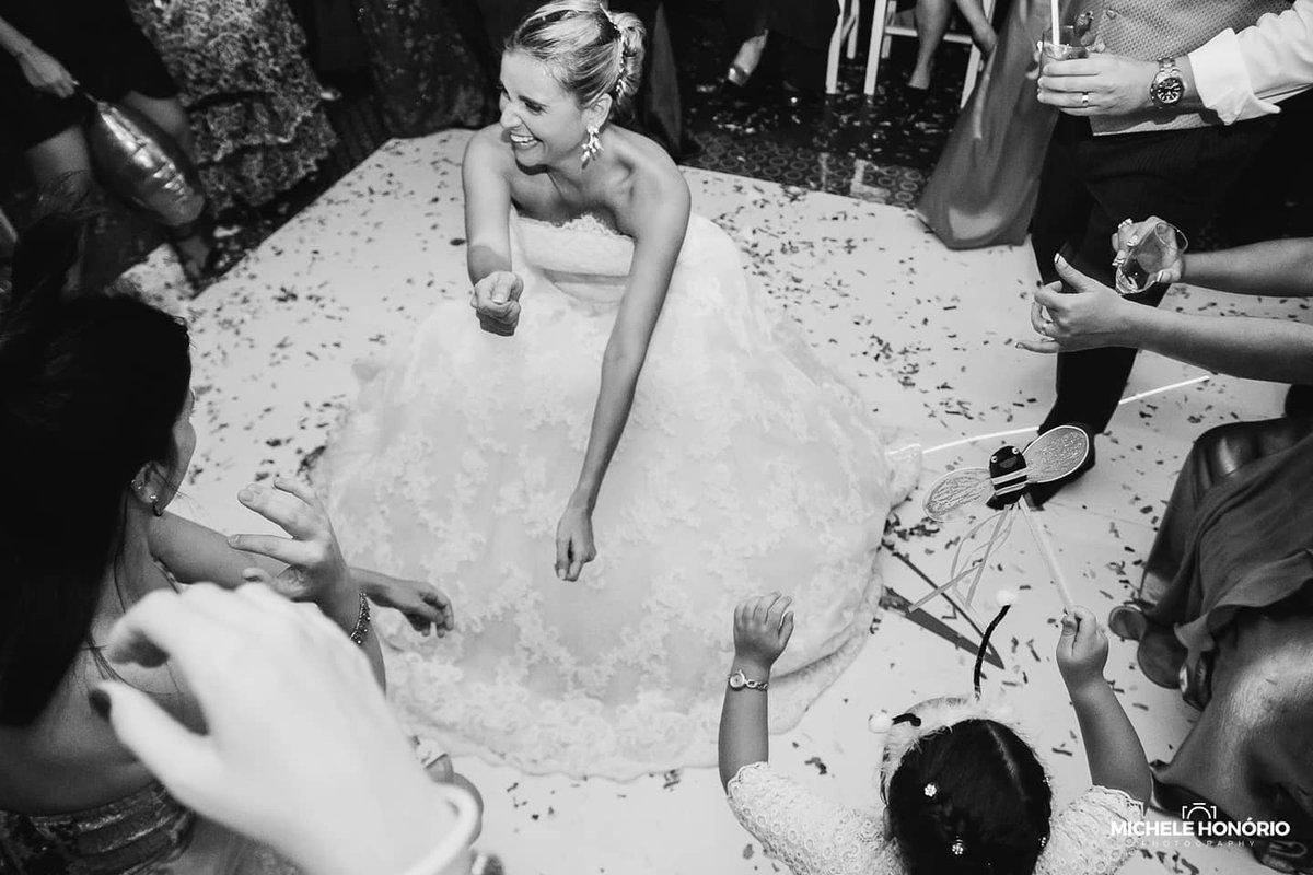 Wenn meine Brautpaare sich nicht ganz sicher sind, ob sie auch die Hochzeitsparty fotografieren lassen wollen, dann zeige ich ihnen mit Bildern den Grund :) . . . . . . . #augusthochzeit #braut2020 #braut2021 #bridetobehamburg #hamburgbraut #heiraten2020 #heirateninhamburgpic.twitter.com/Y8wPJ8ilCM