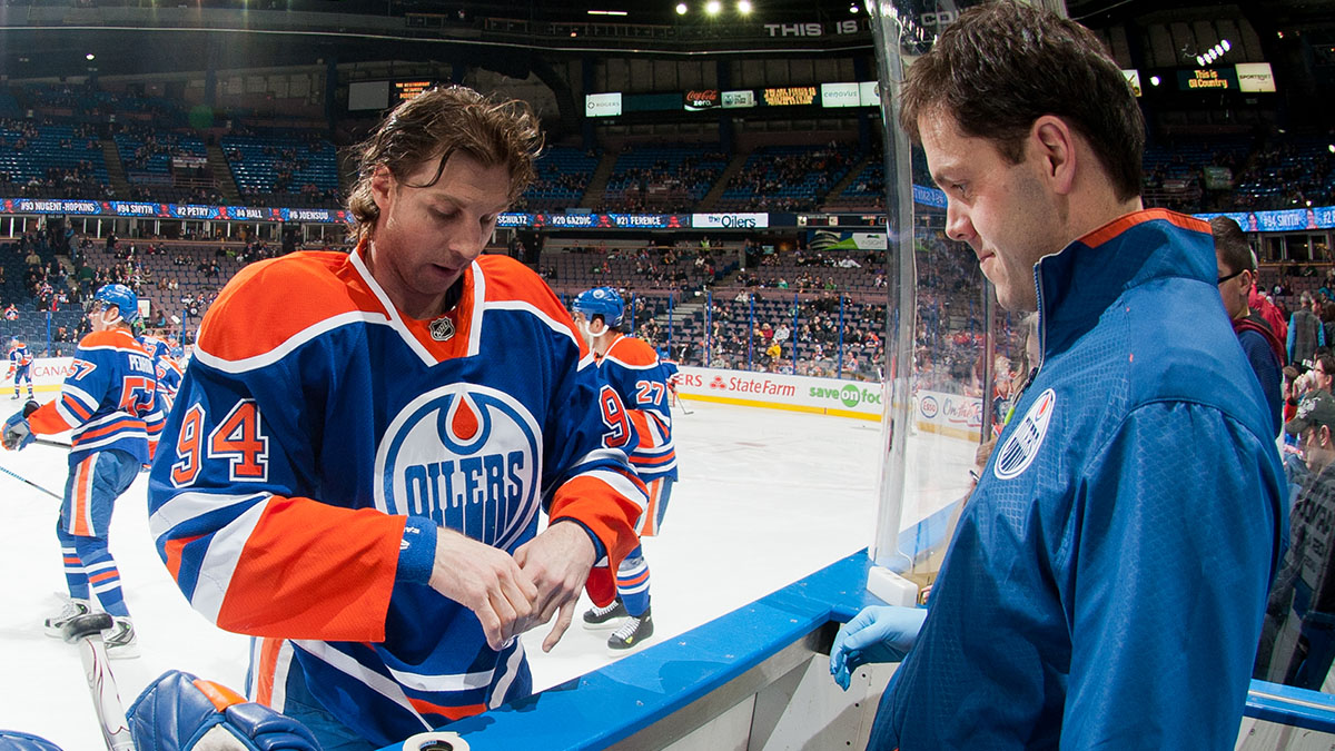 Edmonton Oilers On Twitter Oilers Massage Therapist Stephen Lines Will Work In His 1000th Nhl Game Tonight Congrats On The Incredible Milestone Seve Letsgooilers Https T Co Poesds1h7b