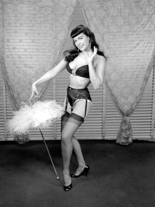 Howdy y'all! 👋 💖 . #bettiepage #queenofpinups #lingerie #retrostyle #pinup #1950s https://t.co/qlTvY