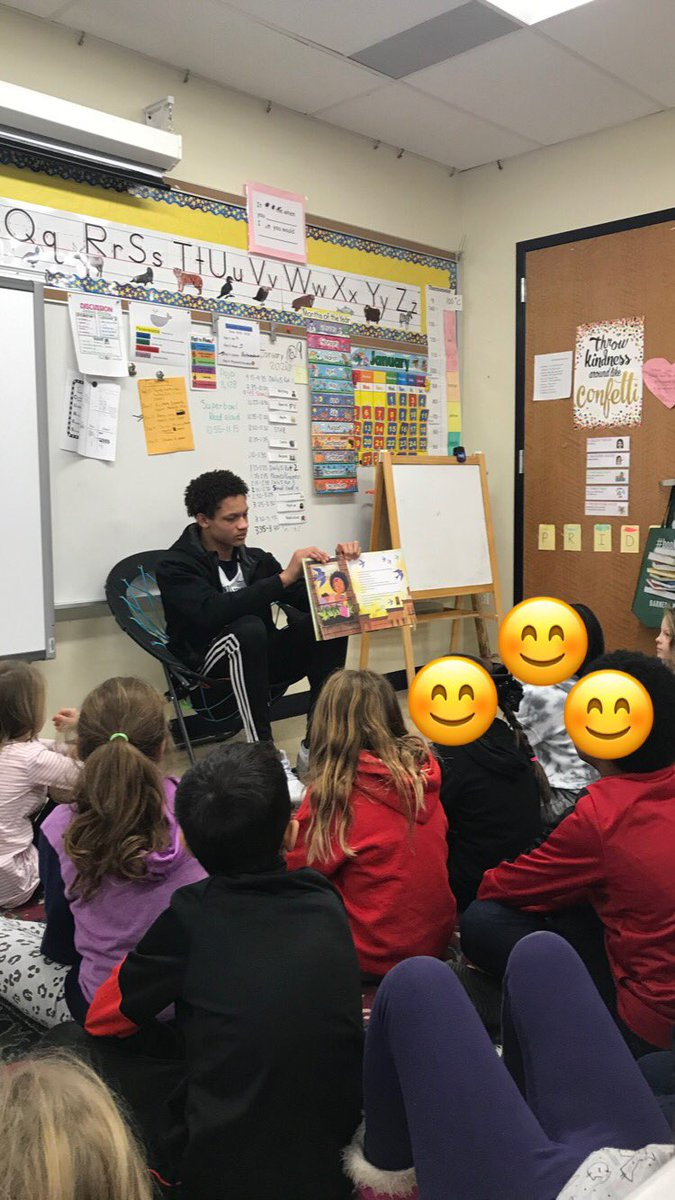 Football players kicked off the Reading Super Bowl by reading aloud to students 🏈
