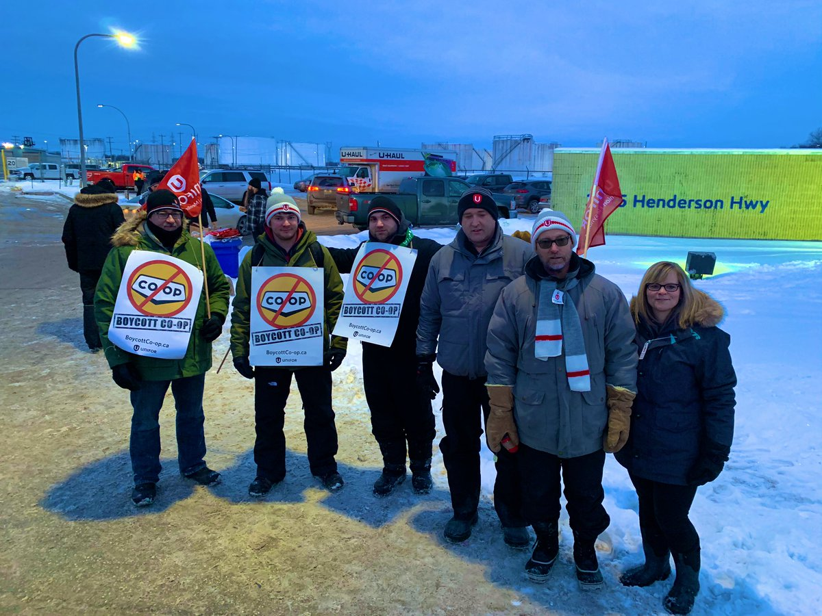 Solidarity is strong tonight on our new picket lines in Manitoba! #mbpoli #canlab #cdnpoli