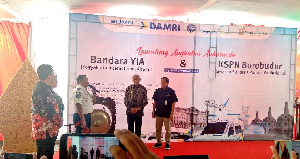Direktorat Jenderal Perhubungan Darat @kemenhub151 bekerjasama dengan @DamriIndonesia melakukan Soft Launching Angkutan Antarmoda d Sleman City Hall pada hari Kamis (30/01/20) Dropp Off Sleman City Hall  (Bandara YIA - KSPN Borobudur) @disporaparjtg  https://t.co/qDxxO0bCD3