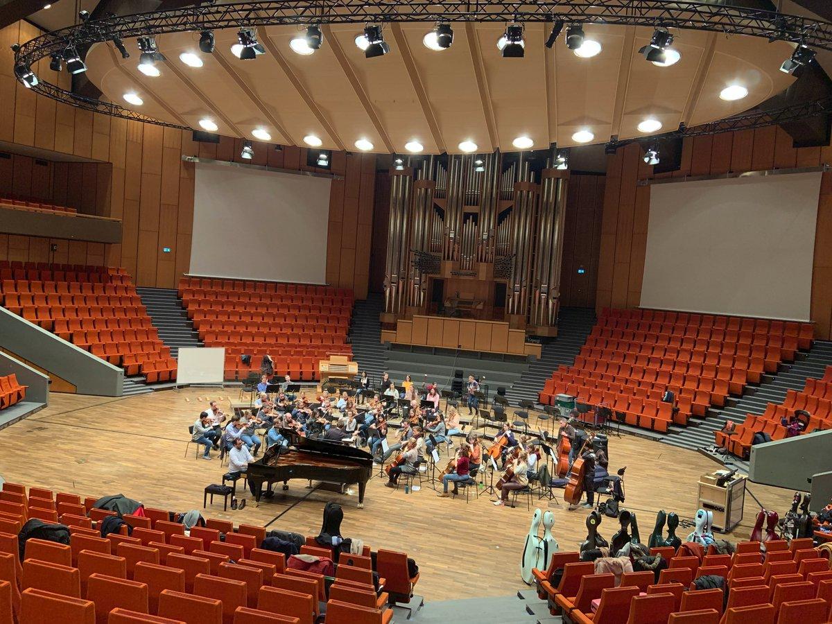 HEUTE 20 h | Semesterkonzert im Audimax | Uniorchester spielt unter Leitung von Nikolaus Müller | Beethoven & Brahms | http://www.mz.ruhr-uni-bochum.de/events/musik/event00582.html.de…pic.twitter.com/Yotq5ytM6Q
