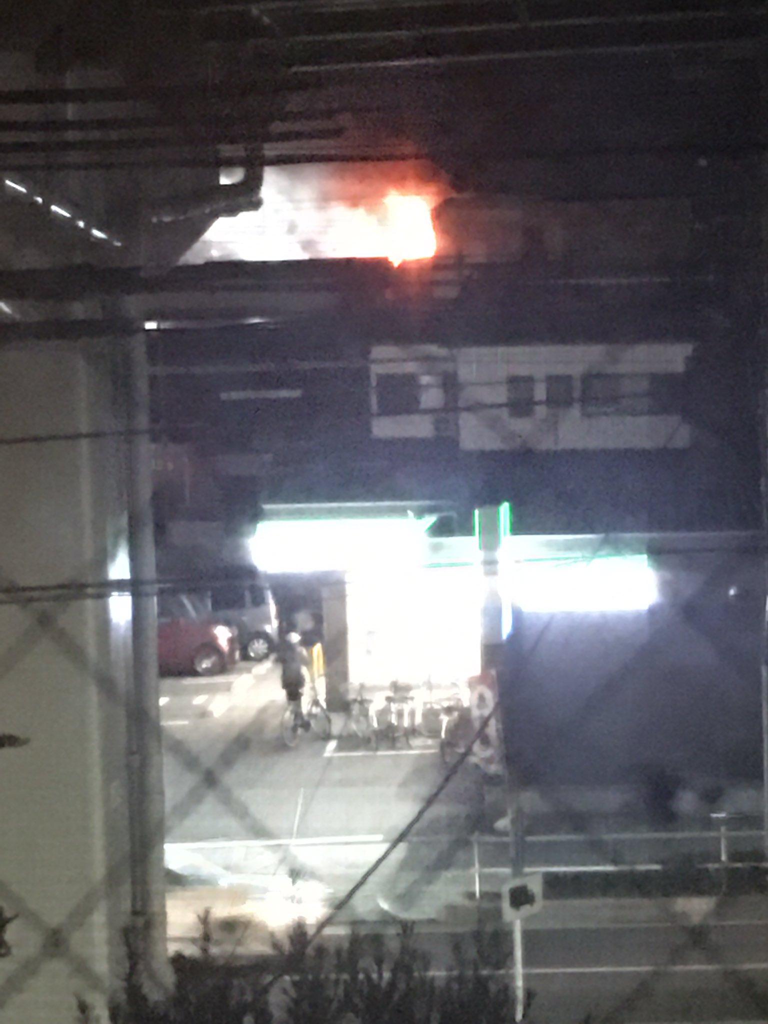 名古屋市中村区岩塚町の住宅で火事が起きている現場の画像