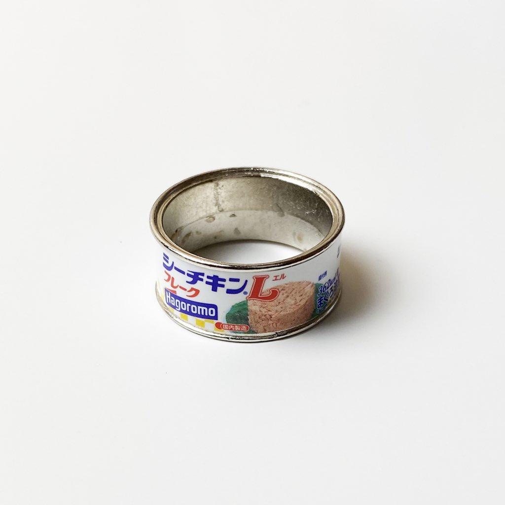 【画像】話題のガチャガチャ「缶詰リング」を手に入れた結果wwww