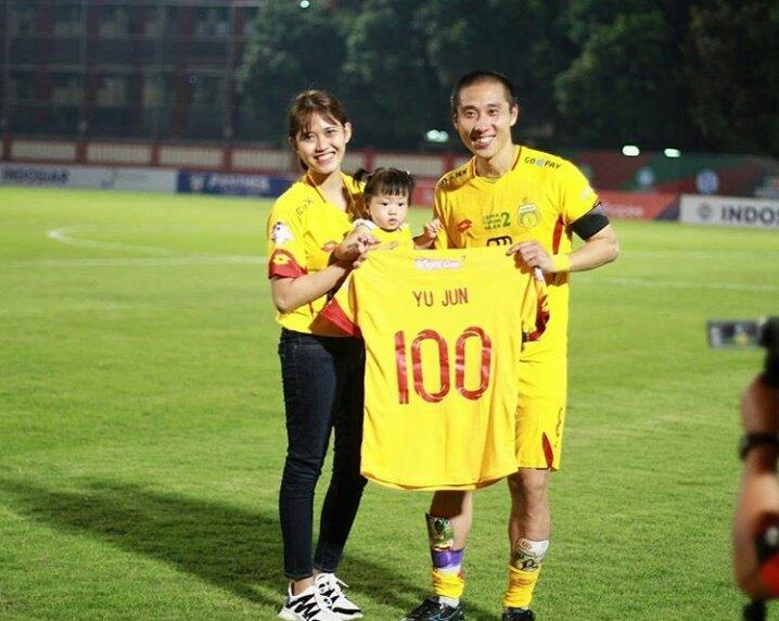 """Indonesia Soccer Transfer on Twitter: """"Proses naturalisasi Lee bisa cepat  rampung dikarenakan ia menikahi WNI dan sudah dikaruniai anak yang  berstatus sebagai WNI. Lee Yoo-Joon sudah bermain di Indonesia dan  memperkuat Bhayangkara"""