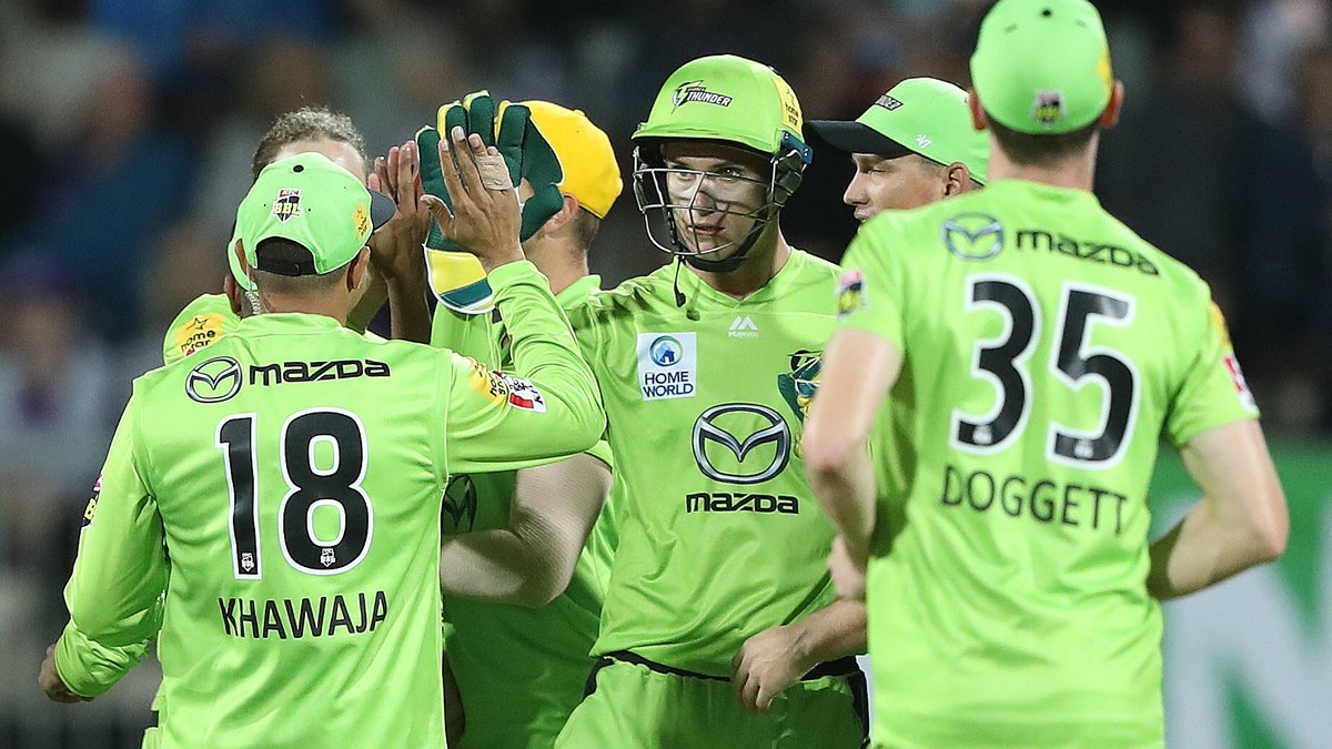 Climax of the @BBL eliminator is now also on 5 Live Sports Extra. @HurricanesBBL chasing 198 to beat @ThunderBBL. World T20 winner @RyanSidebottom part of the commentary team. bbc.com/sport/live/cri… #bbccricket #BBL09