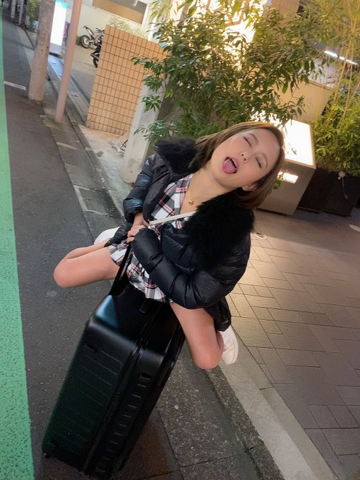 AV女優神谷充希のTwitter自撮りエロ画像4
